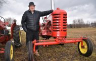 EASTERN ONTARIO: Farmer selling Massey Harris tractor collection