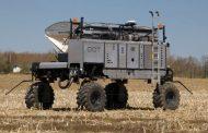 Robot applies fertilizer in Chatham-Kent