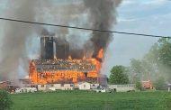 Manotick fire destroys barn, 120 cattle