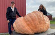 Quebec farmers break biggest Canadian pumpkin record